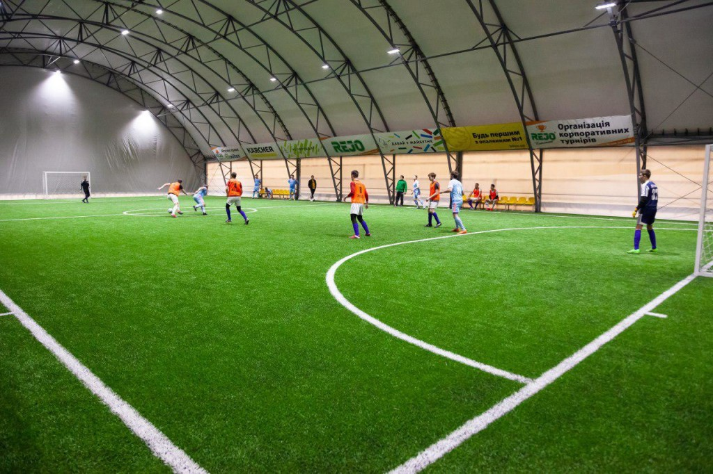 Манеж для мини-футбола Киев